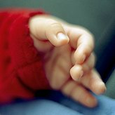 Schlafende Babyhand